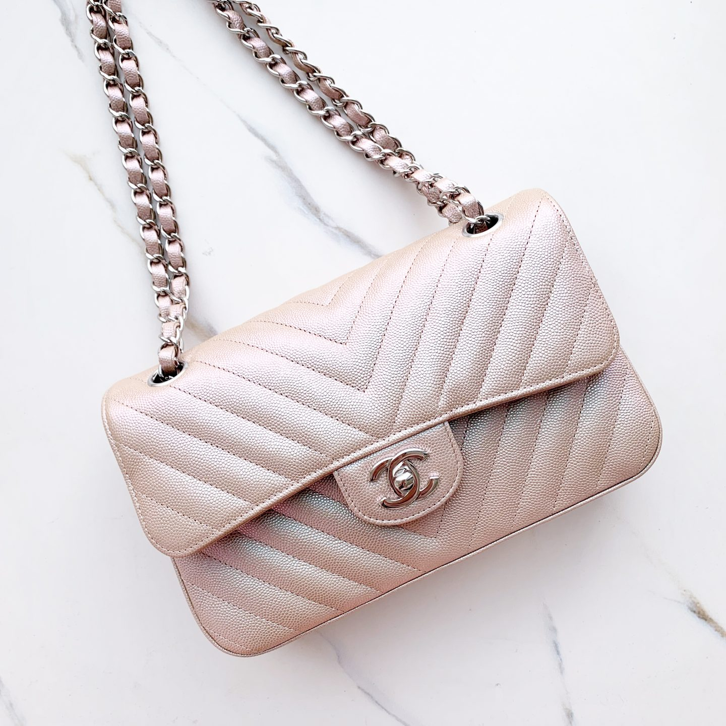 efd3bd07d3d9 ... length is a great deal shorter though and this style is most suited to  wearing on the shoulder – it is too short for most to be able to wear  crossbody.
